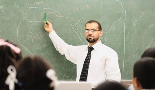 توقيت يوم المعلم السعودي 1443 المعلمون هم قلب التعليم النابض